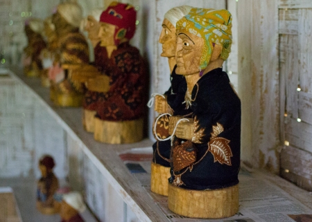 An ibu's collection of miniature tautau on display in Lemo, made to sell to roving tourists.(Catherine Damrall/Indonesiaful)