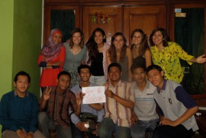 Happy Thanksgiving from Fulbright ETAs, Amelia and Emily, and all their friends! (Amelia Murphy/Indonesiaful)
