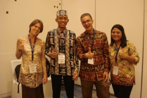 Nabila Fatiha and her ETA Christopher Linnan hanging out with Simon Taufik Hidayat and his ETA Emily Masters.