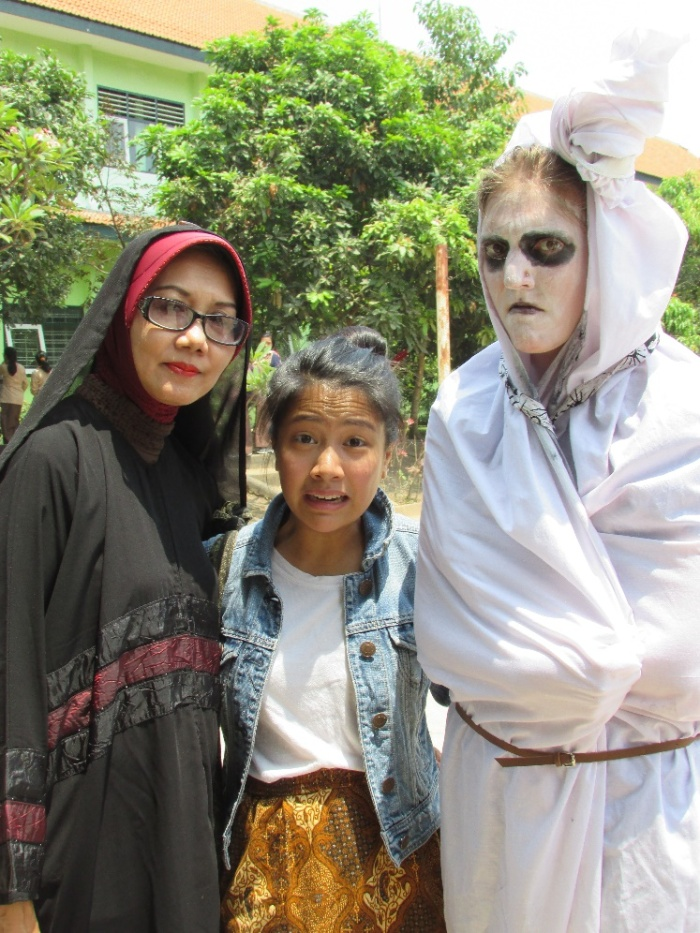 From left to right: Ibu Ratna, Camille Ungco, and Clara Summers (dressed as pocong).