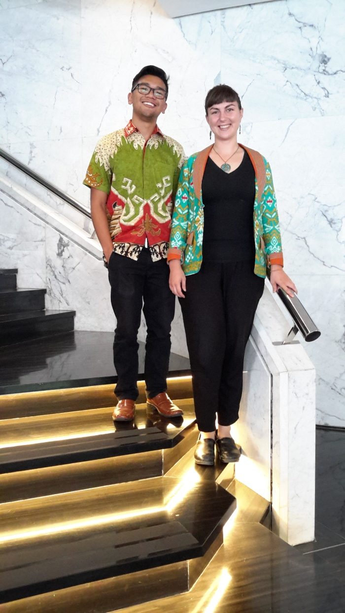 Sitemates in Bandar Lampung, Rebecca Selin and Ramon Caleon, are both wearing fabrics that feature unique Lampungese motifs. For example, on Ramon's collar you can see pairs of people in boats, a recurring theme from Southern Sumatra. You can also see a gamolan, a traditional xylophone-like Lampungese instrument, in brown under Ramon's arm. The siger, another symbol of Lampung province, is featured in both Ramon's and Rebecca's fabrics. The siger is a crown worn by Lampungese women before marriage.