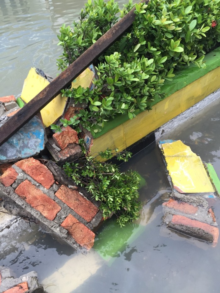 Fun and games aside, the water did serious damage to homes, businesses, and public infrastructure. The median of Jalan Jenderal Sudirman was all but destroyed in parts where the water had a stronger current.