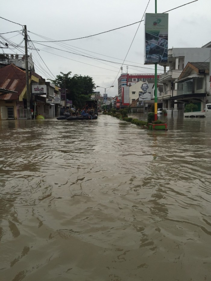 As the police truck carrying supplies and people trundled away, a rescue raft appeared out of a side street in its wake. Jalan Jenderal Sudirman was flooded up to the waist at its highest, but some of the side streets are lower and thus flooded even higher, up to the shoulders and even the head in some spots.