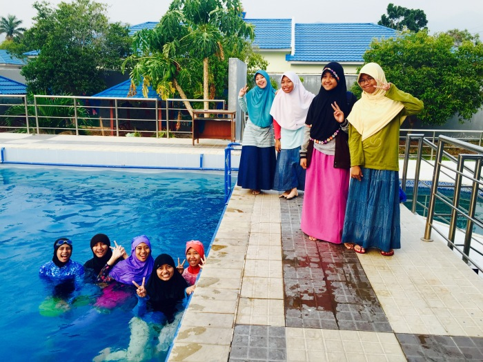 Left to Right in the water: Nuzul, Denia, Salma, Sukma, Ama. Left to Right on the pool deck: Tya, Desi, Ayu, and Rizza.