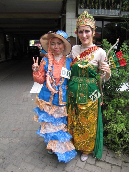 Yours truly dressed as Srikandi along with Miss Nisa, the English teacher dressed as a Nona Belanda.