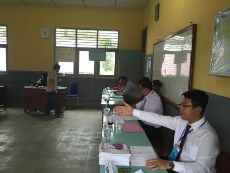 Poll workers in Pangkalpinang.